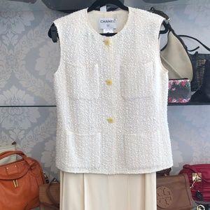 CHANEL VINTAGE Cream Sleeveless Jacket & Skirt Set